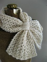 This light and lofty reversible lace honeycomb rib scarf features a loop to keep it in place and keep you warm! - free rav