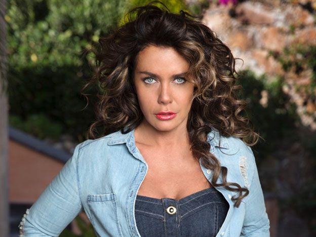 Benito (Julio Mannino) podría descubrir a Macaria (Sabine Moussier). Ella tratará de ocultar el dinero de La Enramada.