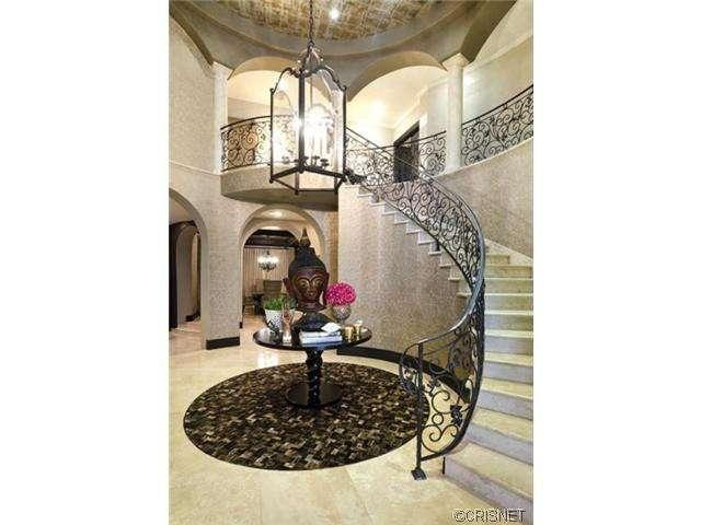 Khloe kardashian stairs escaleras kourtney Kardashian home decor pinterest