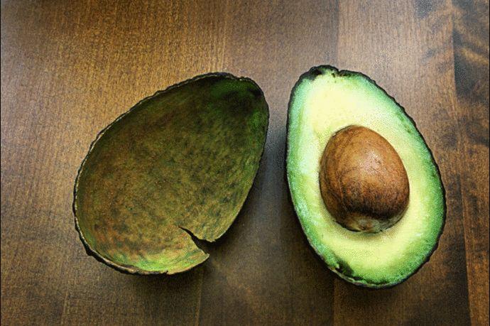 Как едят авокадо. Универсален и капризен одновременно  2 рецепта: Салат из феты, тартара из свеклы и картофельного пюре с авокадо. Гуакамоле