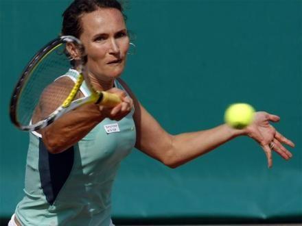 Marosi Katalin, 33 évesen bejelentette visszavonulását. Karrierje legemlékezetesebb pillanata minden bizonnyal a 2000-es sydneyi olimpián elért negyeddöntős helyezése párosban. A 33 éves magyar teniszezőnő legutoljára a New York-ban zajló teniszbajnokságon szerepelt, ahol párosban a második fordulóban búcsúzott a további küzdelmektől. Marosi a WTA honlapja szerint karrierje során 393 győzelmet aratott és 297 vereséget szenvedett el, […]