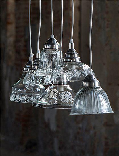 Die Hängelampe mit Ornament von IB Laursen ist aus Klarglas und passt perfekt in den gemütlichen, dänischen Landhausstil. Gleich bestellen!