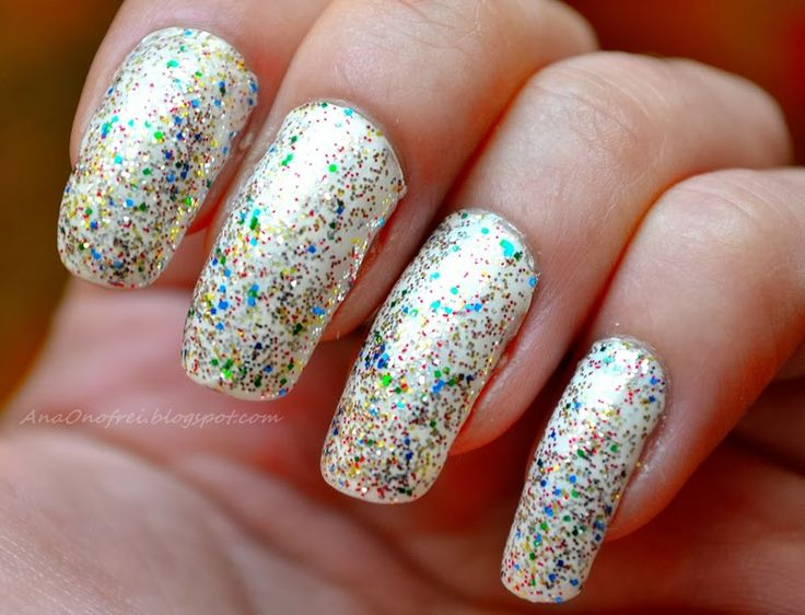 http://anaonofrei.blogspot.ro/2014/01/todays-nails-colorful-glitter.html