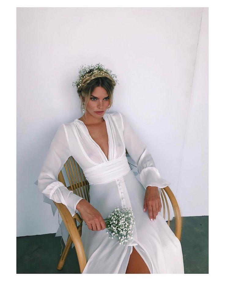 { by @angelosgambati}. #goodmorning #buenosdías #hairstyle #wedding #weddingday #boda #bride #bridetobe #bridal #novia #groom #mariee #weddingdress #photography #photoshoot #bouquet #ramodenovia #bohemian #flowers #weddingbouquet #inlove #amazing #Beautiful #stunning #weddinginspiration #inspiration #love #like #picoftheday #siempremia