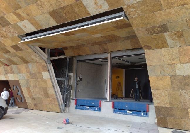 Acabando la instalación de las #puertas en La Llotja de #Lleida #door #AngelMir #Spain