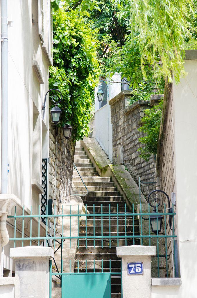 Hameau des Artistes, 11 avenue Junot, sur les hauteurs de Montmartre. Voie privée