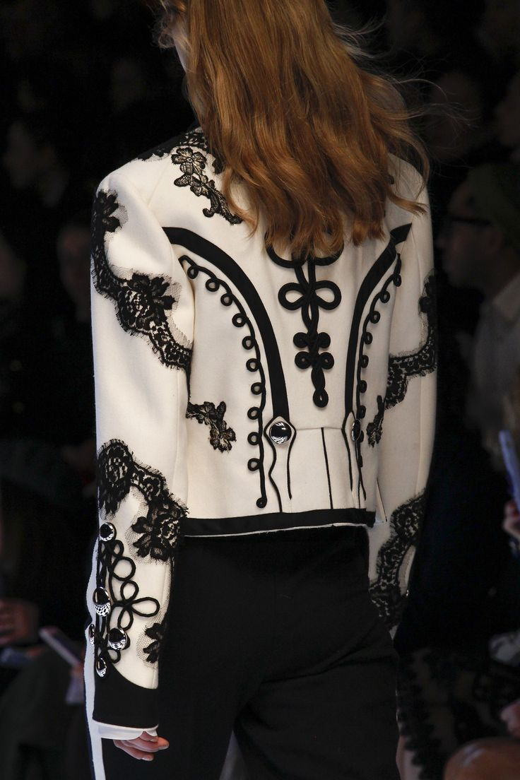 Torera http://www.vogue.com/fashion-shows/fall-2016-ready-to-wear/dolce-gabbana/slideshow/collection#10