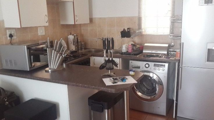 Walking distance to the East Rand MallNeat one bedroom apartment, ideal for single person or newly wedsSecure complex with 24 hr security and electric fencingPool in complexR3 000 deposit