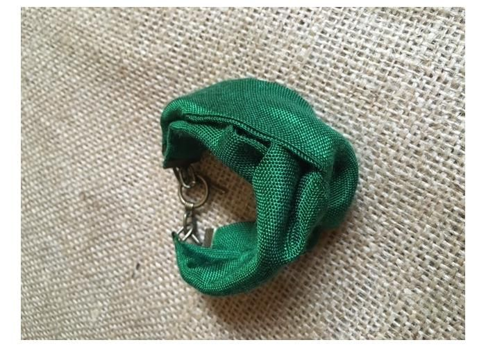 Pilsera TELCHAC confeccionada en rebozo color verde bandera con herrajes de latón viejo