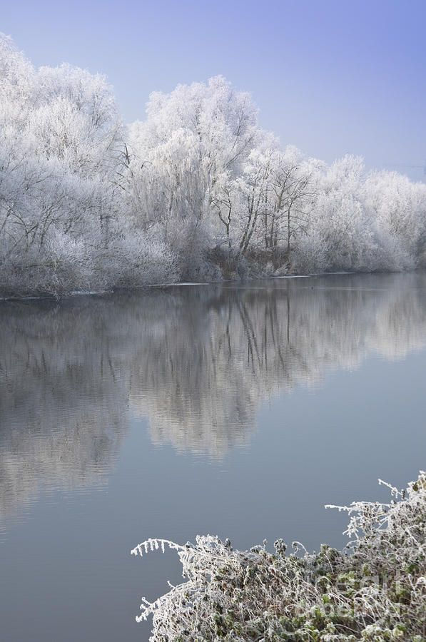 A frosty river Severn at Worcester. Brrrr, Winter isn't far off, but this looks like a lovely place to go for a walk!
