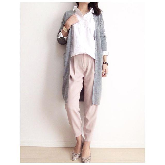 * 暖かくなったら着たい妄想コーデです✨ @locari_jp さんから素敵なお届け物が❤️ #ユニクロのジョガーパンツ ✨ * 履いてみて、人気の理由が分かりました 本当に履きやすいーっ❗️ * ジョガーパンツのサイズ感が分からず、いつも通りMサイズにしてしまいましたが… これはワンサイズ下にするべきだった✨笑 * これから買う方は、試着をオススメします❤️笑 * shirt, pants : #UNIQLO cardigan : @mode_robe_official shoes : @titivatejp