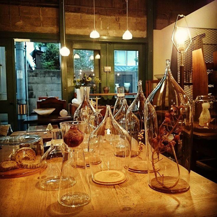 クリアガラスに透ける景色もまた良し。#蠣崎硝子工房 #かたちといろ #蠣崎マコト #吹きガラス #glass#漂泊#kakizakiglass