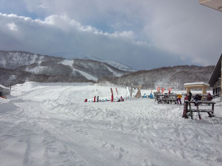 Saturday, Dec 14 2013 Hanazono Niseko is now looking great with 40cm+ of fresh powder in the last 24 hours and a lot more snow forecasted for the next week. All lifts are now in operation from 8:30am to 3:30pm. For real time lift updates and live camera feed check our website at www.hanazononiseko.com #hanazono #niseko #hokkaido #japan