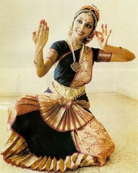 Костюмы для современного индийского танца
