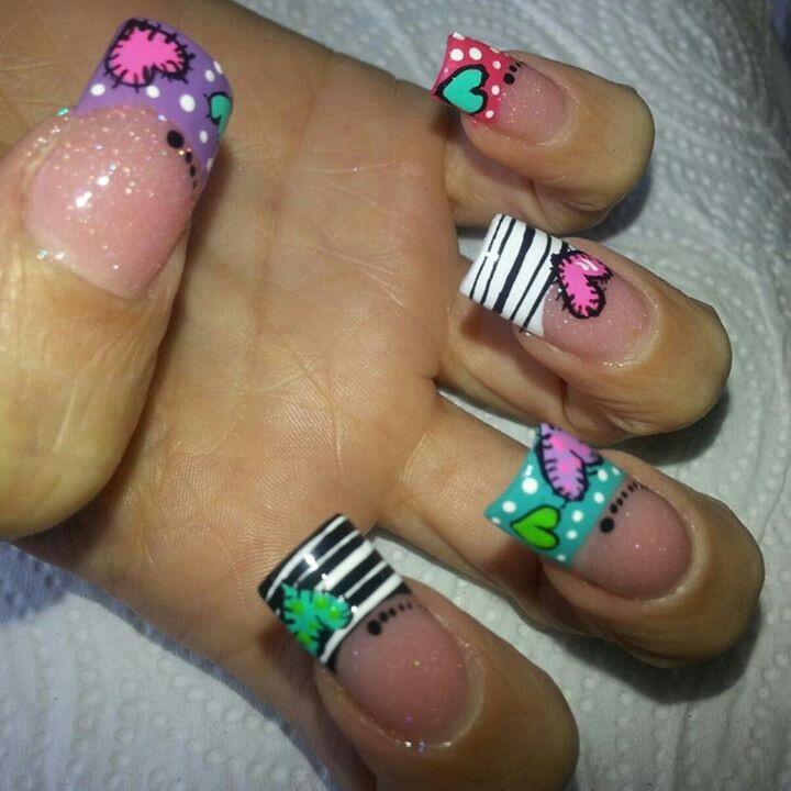 Me encanta pintarme las uñas y este diseño es SÚPER CHULO!!!