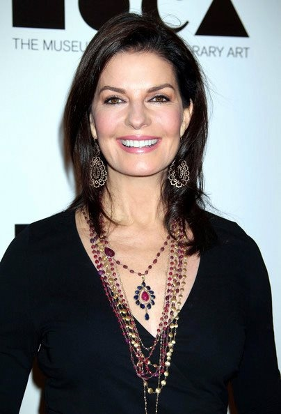 Sela Ward, love her. Remember her in the TV show Once and Again. Great actress. :)