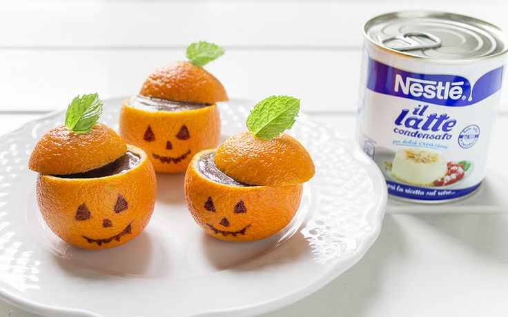 Halloween pumpkins made of mandarins and filled with chocolate cream pudding.