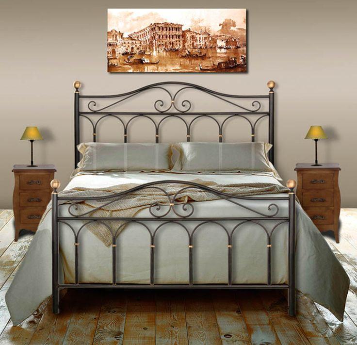 Attraktives Metallbett AFRIKA-ROSE. Ihr Shop im Internet für elegante Eisenbetten und weiteres Wohndesign aus Schmiedeeisen.