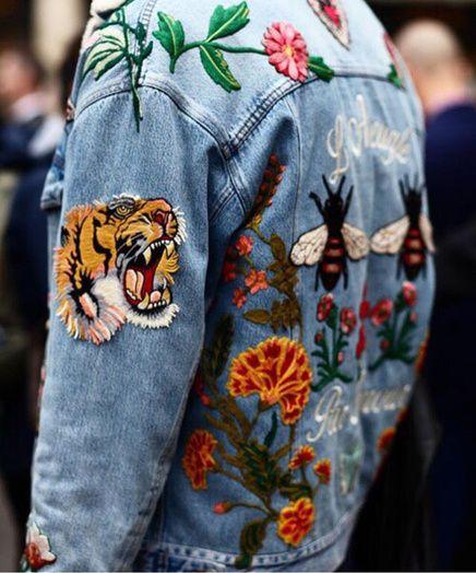 Une veste à broderies florales