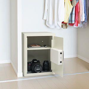 電子金庫(マイナンバー・セキュリティ―対策・家庭用・テンキー・鍵式・壁掛け対応・中棚付き・43リットル) 200-SL045の販売商品 | 通販ならサンワダイレクト