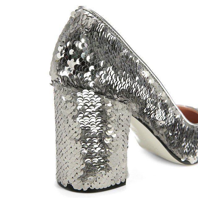 Новое на 4-м этаже Универмага: обувь Pollini с золотыми и серебряными пайетками для поразительных вечеринок. #tsvetnoy #цветной #новыйсезон #обувь ⭐Узнайте о скидке по вашей карте лояльности Универмага, скачав мобильное приложение «Цветной»