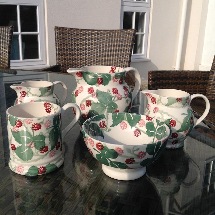 Raspberry 1.5 Pint Jug, 0.5 Pint Jugs, 0.5 Pint Mug and French Bowl (Wiveton Hall Exclusive) 2017