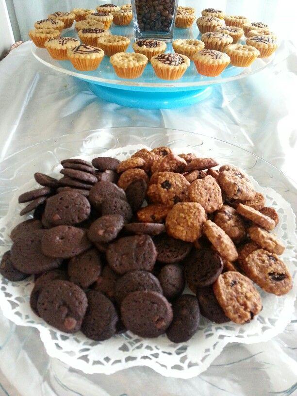 Doubke choco and oat raisin cookies on one plate