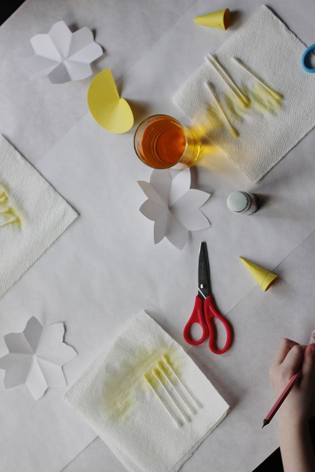 tutorial for making paper daffodils