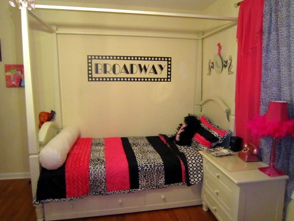 Best 25 broadway themed room ideas on pinterest ticket for Broadway bedroom ideas