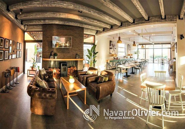 Techo de madera con vigas vistas, restaurante Hoyo 19 Triana en Vera Almeria. www.navarrolivier.com