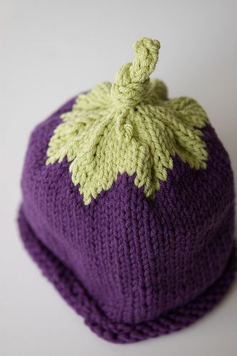 my neighbor Massimo at the pizzeria is expecting a baby (well, his wife is) and I intend to knit a selection of vegetable hats for the bambino. just because it seems like the right thing to do.