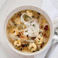 Uiensoep met tortellini - Recept - Allerhande - Albert Heijn