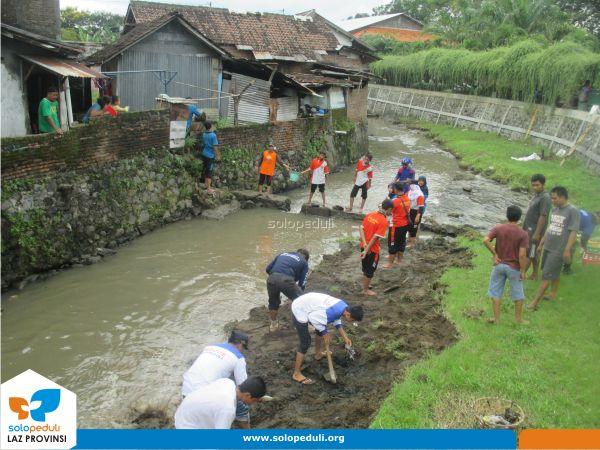 Sungai Lunyu Jadi Fokus Aksi Bersih Sungai Tim Sigab Solopeduli