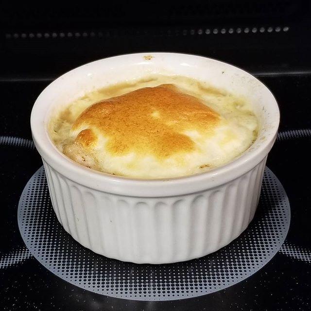 今宵の晩御飯 肉餅入りオニオングラタンスープ🎵 この前作ってからハマっちまった #今宵#親父の晩御飯#肉#餅#オニオングラタンスープ