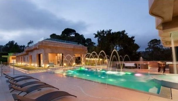 Rihanna's House    Rihanna's House: The Pop Star Finds a New Place to Stay… Just in Time for Tour