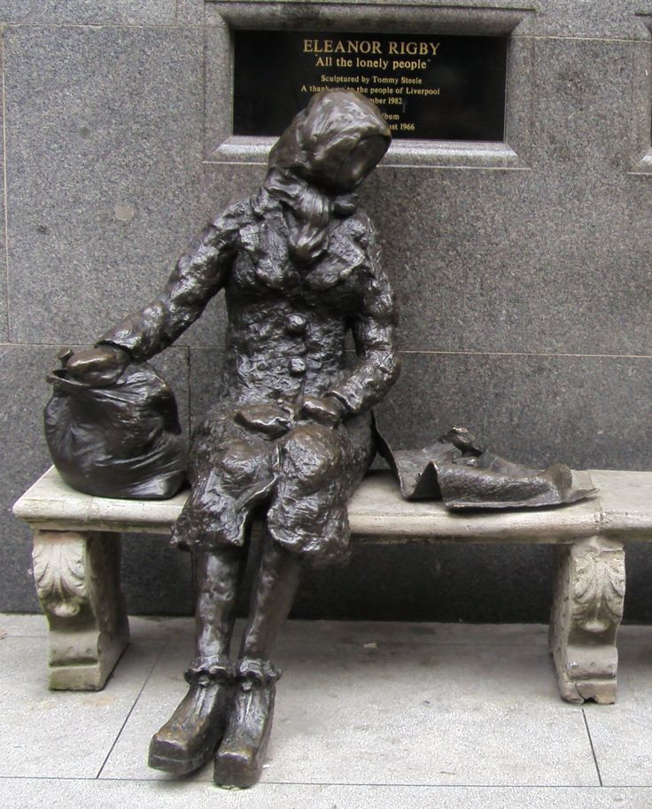 I wonder if the Beatles Eleanor Rigby would have been much happier if she had social media?- Statue by Tommy Steele
