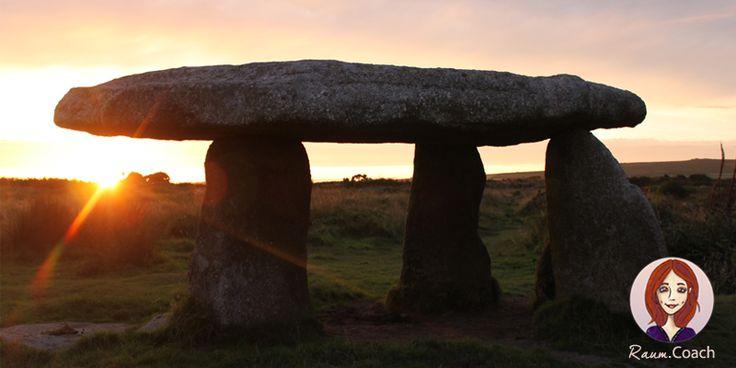"""Lanyon Quoit in Cornwall, zauberhafte Welt der Feen und Elfen … und Pixies!  Der 5.500 Jahre alte Dolmen aus der Jungsteinzeit im Sonnenuntergang. Auch bekannt als """"The Giant's Quoit"""" oder """"The Giant's Table""""."""