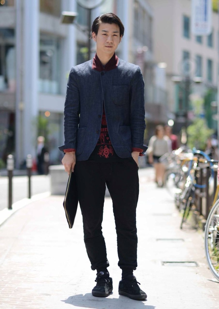 【EDGEE Snaps Vol.8】  Here's a stylish Harajuku gentleman, Nao, with the great Gatsby hair, a stand-up collar denim jacket and carrying a black leather folder. He looks way matured for his actual age   [Name] Nao  [Age] 23