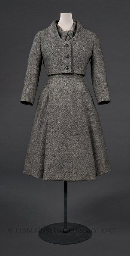 Für den Winter. Taillenlange Jacke und Kleid