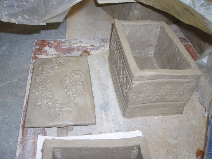 Ceramic box with lace imprints