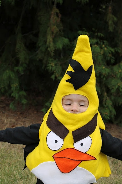 Angry bird costume tutoiral: Birds Costumes, Costumes Tutorials, Bird Costume, Families Costumes, Kids Halloween Costumes, Angry Birds, Family Costumes, Costumes Ideas, Costume Tutorial