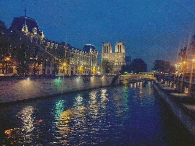 Parigi, la Senna e Notre-Dame. #Viaggi #amore e paesaggi d'arte.