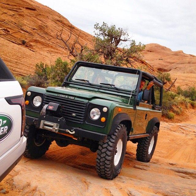 // Land Rover Defender 90