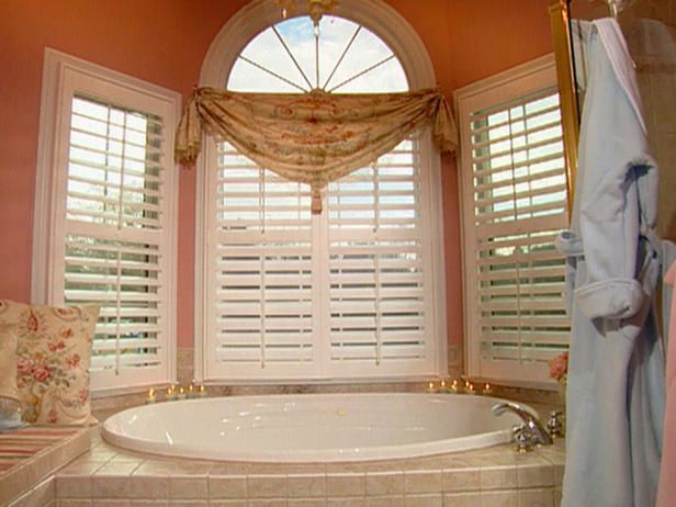Garden Tub With Blinds On The Windows Window Shades