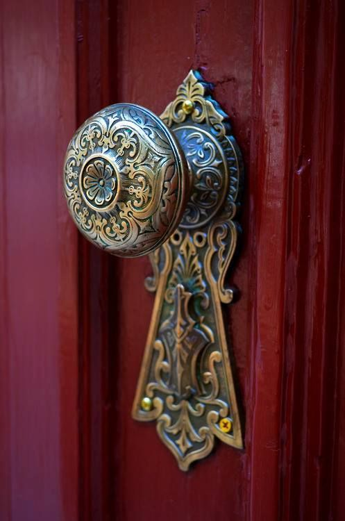 Beautiful Escutcheon and Door Knob                                                                                                                                                                                 Mais