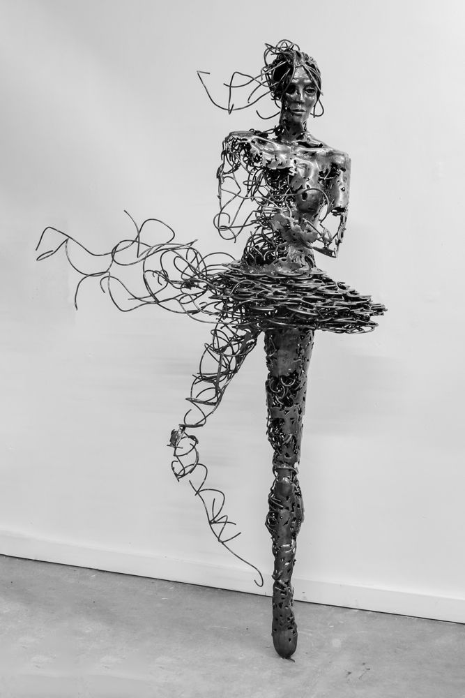 Fascinating Steel Sculptures by Regardt van der Meulen http://designwrld.com/fascinating-steel-sculptures/