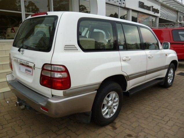 Be Admired by All in this Supreme 2003 #Toyota Land Cruiser 100 VX TD. Station #Wagon, White & Diesel Engine. Automatic, Mileage 269 400Kms. Priced R259 990. Extras: Alarm / Sunroof / Traction Control +More. Contact Keith Rabilal on 082 323 1303 / 031 737 1500, keithr@smg.co.za. Like Us https://www.facebook.com/KeithRabilalForUsedCars
