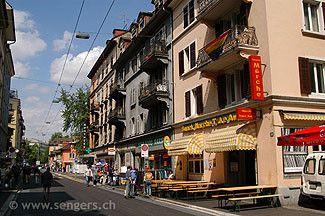 Langstrasse Fotos von der Langstrasse - Zürich. Die Zürcher Langstrasse, das Gegenteil zur Bahnhofstrasse. Multikulturell und bekannt für sein Rotlicht Milieu. Vom Limmatplatz zum Helvetiaplatz.