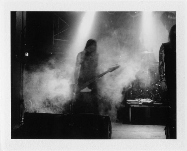Sarah Kastrau - Polaroid Photographer | Konzertfotografie mit der Polaroid Land Camera ( 10 Bilder und ein Interview ) - Atomlabor Wuppertal Blog