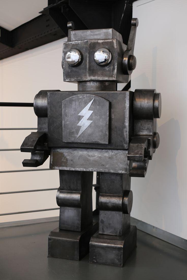 W.I.P, robot Acier de 1m60. Adoptez le !